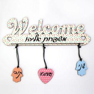 שלט לדלת בצורת WELCOME עם שמות בעיצוב אישי